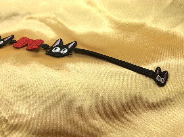 魔女の宅急便黒猫ジジのレースブレスレットの端の部分のクローズアップ画像