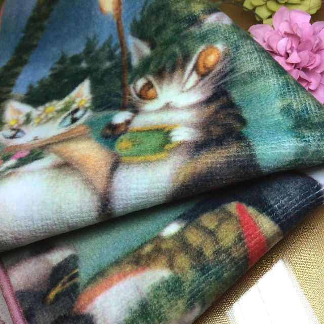 池田あきこ先生のわちふぃーるどダヤンのタオルハンカチ夏至祭りを畳んだ所の画像